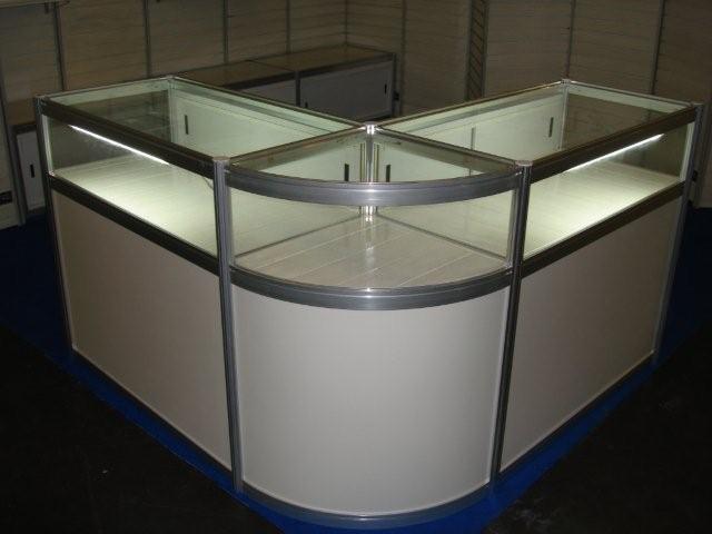Exhibir productos en vitrina cerrada